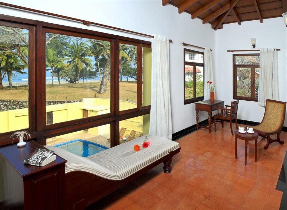 Heritage room pool 571