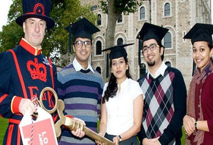 विदेश में पढ़ाई के लिए इन टेस्ट को पास करके बड़ी भारतीय स्टूडेंटन्स की संख्या