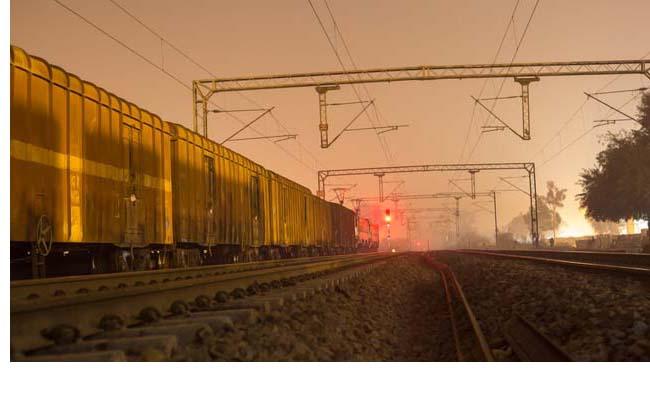रेल यात्रियों के लिए खुशखबरी जल्द ही, एटीएम से निकलेगी रेल टिकट