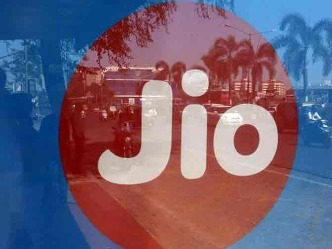 Jio के ग्राहकों को झटका: