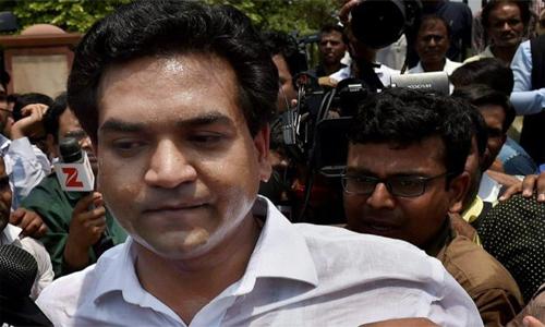 कपिल मिश्रा पहुंचे अरविंद केजरीवाल के घर, वहाँ किया जमकर हंगामा :