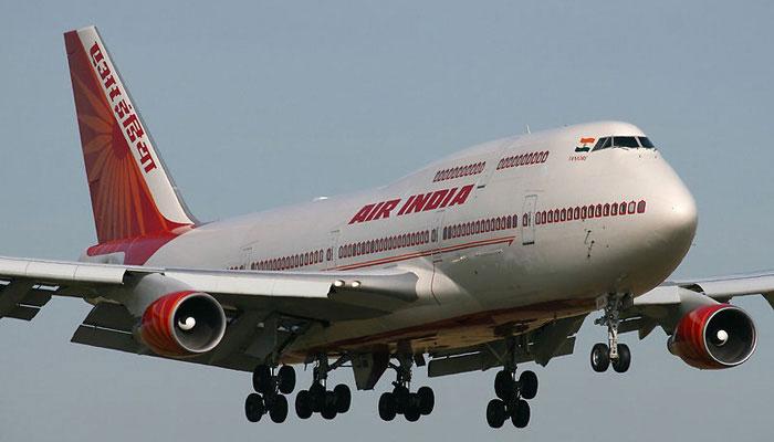 एयर इंडिया ने वरिष्ठ नागरिकों की उम्र घटाकर 60 वर्ष की, किराए में होगी 50%तक की छूट :