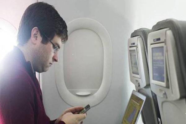 अब जल्द ही भारत में भी फ्लाइट में इंटरनेट का मजा ले सकेंगे यात्री :