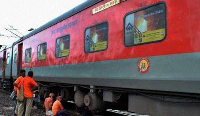 रेलवे ट्रेन की साइड लोअर बर्थ आरामदायक होगी  :